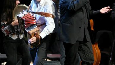 Roma, Auditorium Parco della Musica 04 10 2008 Ottobrata Romana Orchestra Popolare Italiana, Ambrogio Sparagna  'Birimbello birimbello, quant'e' bono •sto saltarello'. ©Musacchio & Ianniello  ******************************************************** NB la presente foto puo' essere utilizzata esclusivamente per l' avvenimento in oggetto o per pubblicazioni riguardanti la Fondazione Musica per Roma ********************************************************